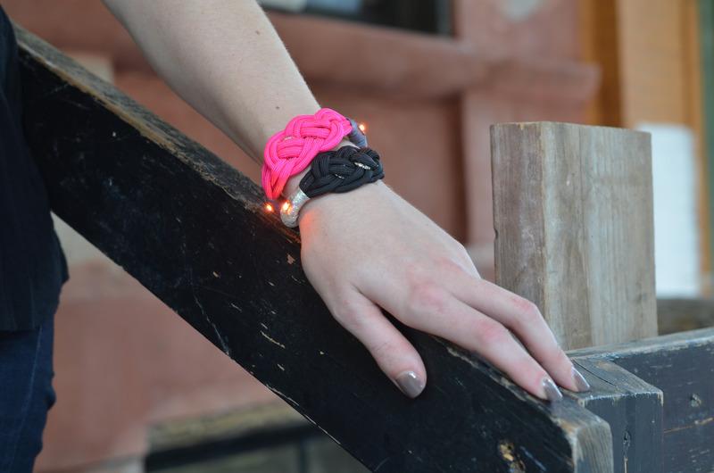 leds_nautical-paracord-led-sequin-friendship-bracelet-outside