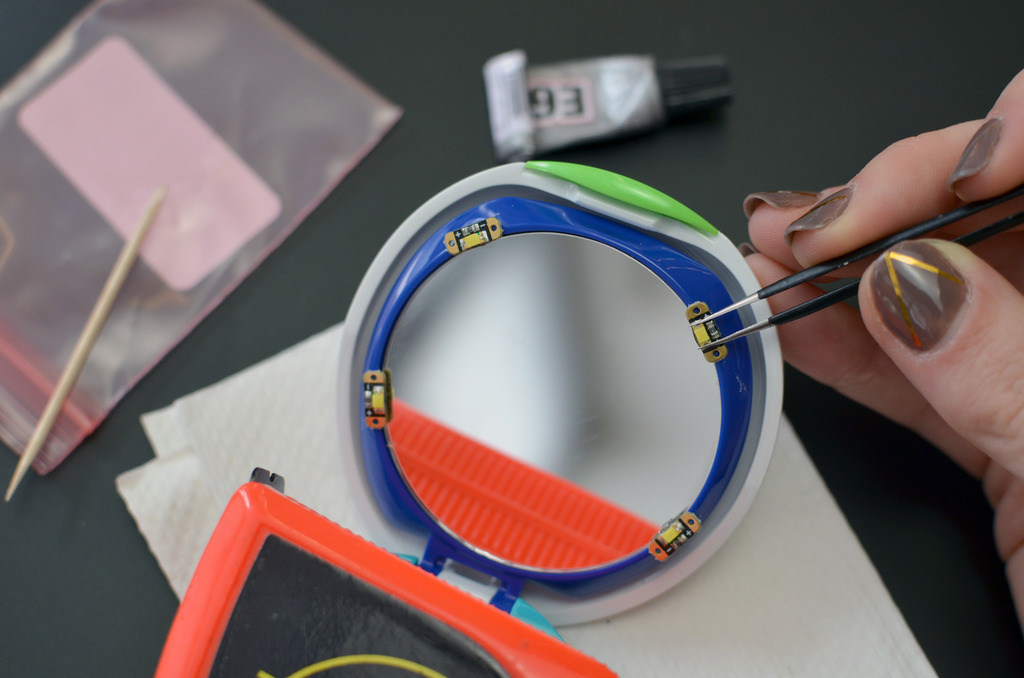 projects_DIY-LED-makeup-compact-mirror-05