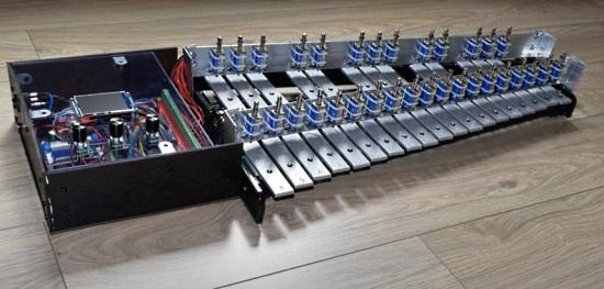 Raspberry Pi Zero makes a xylophone play itself